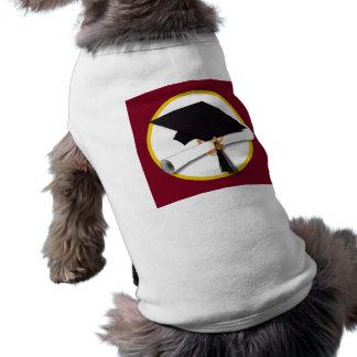 卒業の帽子及び免状-えんじ色の背景 ペット服