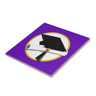 卒業の帽子w/Diploma -紫色の背景 タイル