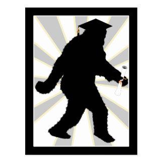卒業生の帽子との卒業のサスカッチ ポストカード