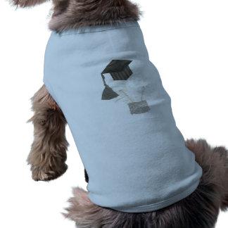 卒業生の球根背景犬のTシャツ無し ペット服