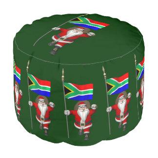 南アフリカ共和国の旗を持つサンタクロース プーフ