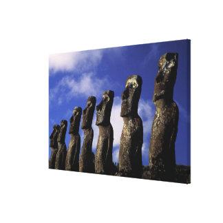 南アメリカ、チリのイースター島、Ahu Akiri. キャンバスプリント