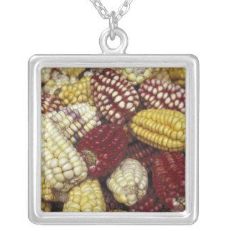 南アメリカ、ペルーのトウモロコシ、トウモロコシ シルバープレートネックレス