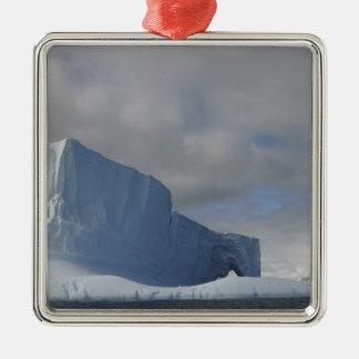 南極大陸のBransfieldの海峡、午後の太陽2 メタルオーナメント