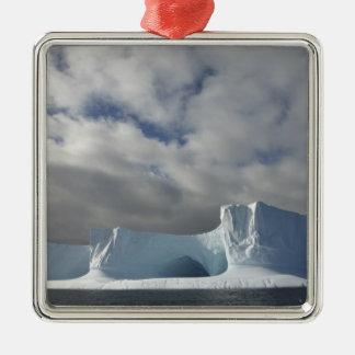 南極大陸のBransfieldの海峡、午後の太陽 メタルオーナメント