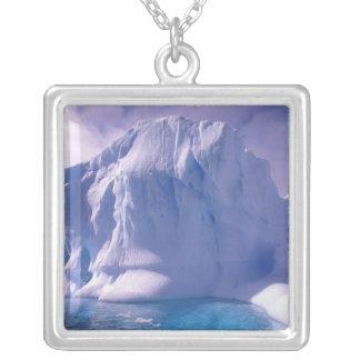 南極大陸。 南極icescapes シルバープレートネックレス