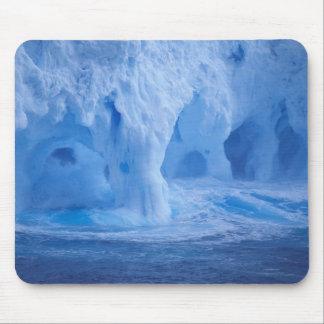 南極大陸。 破損波が付いている氷山 マウスパッド