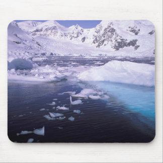 南極大陸。 icescapesを通る探険 マウスパッド
