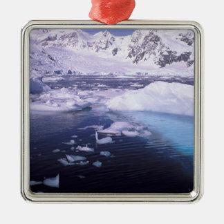 南極大陸。 icescapesを通る探険 メタルオーナメント