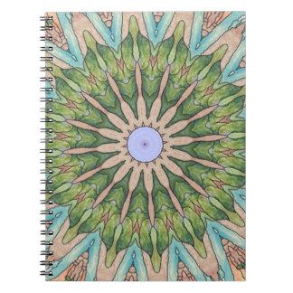 南西ステンドグラスの万華鏡のように千変万化するパターンのノート ノートブック