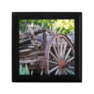 南西旧式な荷馬車の車輪のサボテン ギフトボックス