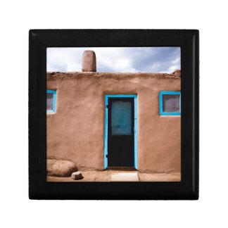 南西Taos Adobeの村落の家のターコイズのドア ギフトボックス