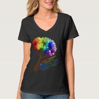 単語の自閉症の認識度の虹のパズルの木 Tシャツ