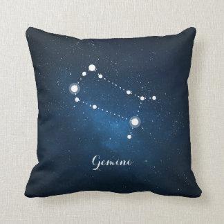 占星術の青い星雲のジェミニ(占星術の)十二宮図の印 クッション