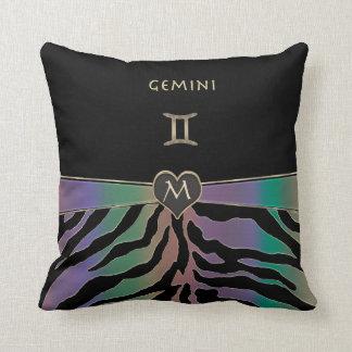 (占星術の)十二宮図の印のジェミニ虹のシマウマのデザイン クッション