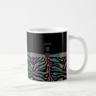 (占星術の)十二宮図の印のジェミニ虹のシマウマのデザイン コーヒーマグカップ