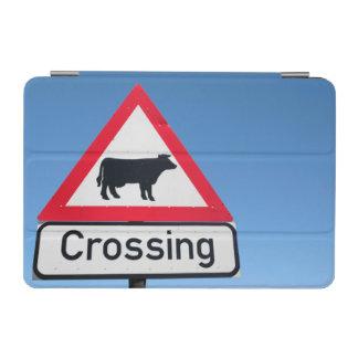 印を交差させている牛のクローズアップ。 西ケープ州 iPad MINIカバー