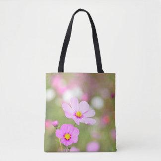 印刷されるをくまなく穏やかなピンクの花 トートバッグ