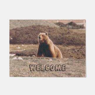 印刷されるアラスカのツンドラハイイログマの歓迎の写真 ドアマット