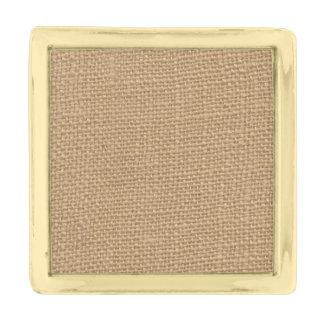 印刷される素朴なバーラップの背景 金色 ラペルピン