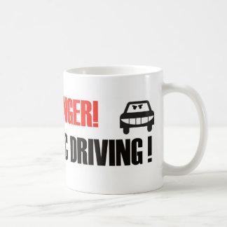 危険! 躁病の運転! コーヒーマグカップ