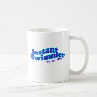即刻の泳ぐ人のマグ コーヒーマグカップ