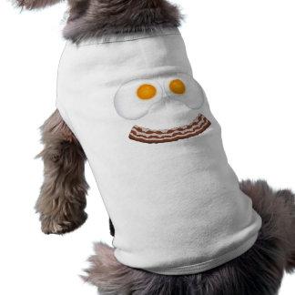 卵およびベーコンのにやにや笑い犬の服装 ペット服