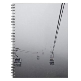 厚い霧のNgongのポーンのケーブル・カー ノートブック