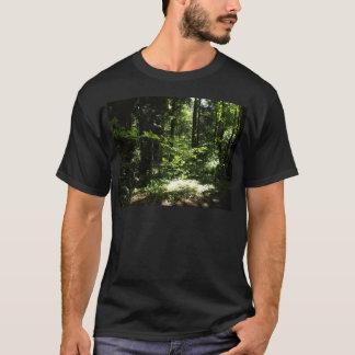 厚く山の森林の Tシャツ