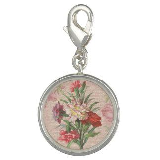 原稿の花柄の背景が付いているヴィンテージのカーネーション チャーム