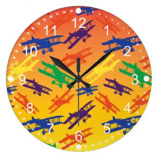 原色のヴィンテージの複葉機の飛行機パターン ラージ壁時計