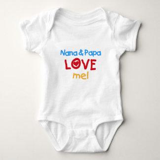 原色ナナおよびパパは私を愛します ベビーボディスーツ