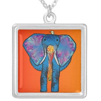 友人の正方形のネックレスを持つカラフルな象 シルバープレートネックレス
