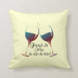 友人はより古いワインを飲み、よりよい枕 クッション