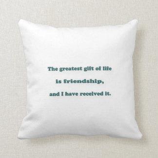 友情の引用文-生命の最も素晴らしいギフトは…あります クッション