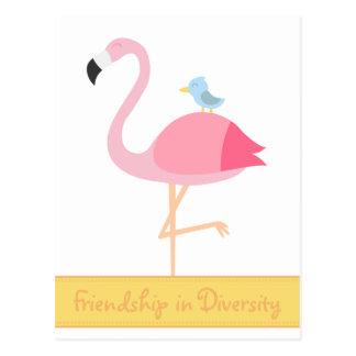 友情の漫画: 青い鳥を持つピンクのフラミンゴ ポストカード
