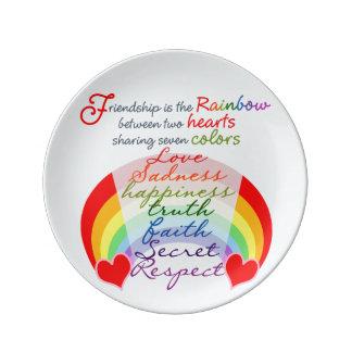 友情はデザインを言う虹BFFです 磁器プレート