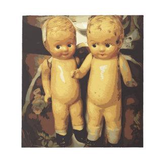 双生児のヴィンテージの人形 ノートパッド