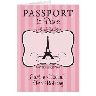 双生児の最初誕生日のパリのパスポートの招待状 カード