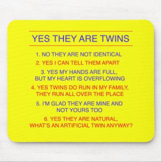 双生児の質問兄弟の黄色 マウスパッド