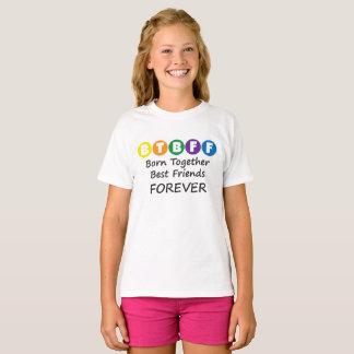 双生児、三重項のためのBFFの女の子のティーを一緒に生まれて下さい Tシャツ