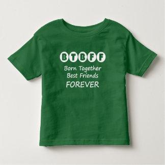 双生児、三重項のためのBFFの幼児のティーを一緒に生まれて下さい トドラーTシャツ