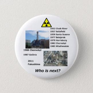 """反原子力ボタンは""""だれ次ですか。"""" 5.7CM 丸型バッジ"""