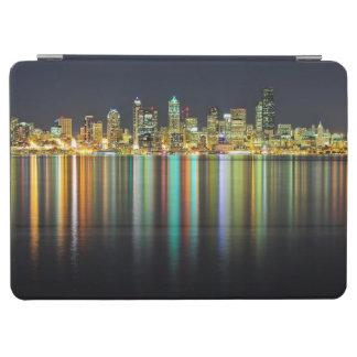 反射の夜のシアトルのスカイライン iPad AIR カバー