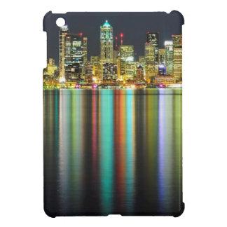 反射の夜のシアトルのスカイライン iPad MINIカバー