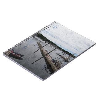 """""""反射""""のBoothbay港のMaineSpiralのノート ノートブック"""