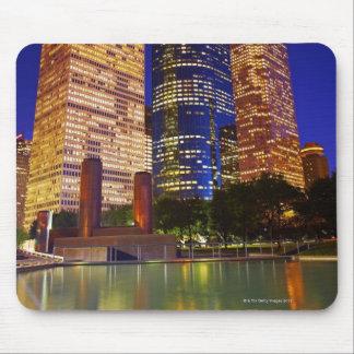 反映される都心のヒューストンの超高層ビル マウスパッド