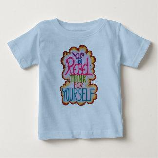 反逆の赤ん坊のTシャツ ベビーTシャツ