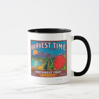 収穫期のAppleのラベル- Yakima、WA マグカップ