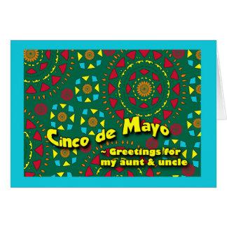 叔母さんおよび叔父さんのカラフルなモザイクのためのCinco deメーヨー カード